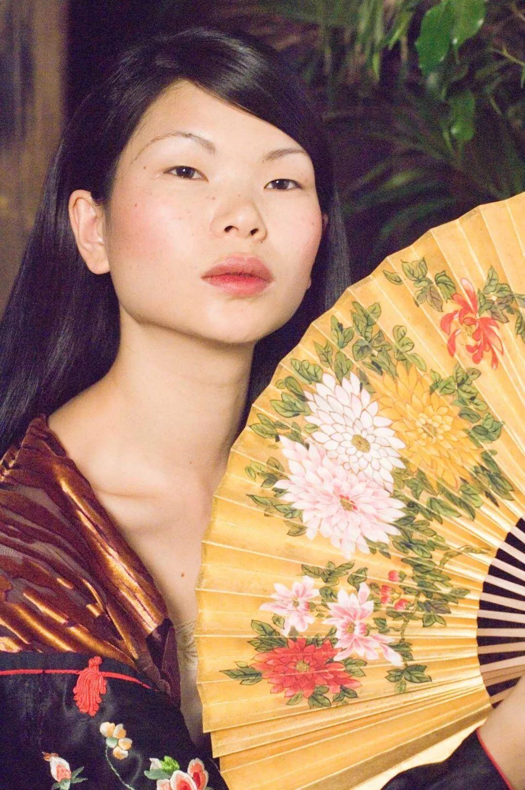 海外发展的女星很多,为何章子怡最受欢迎,她的眼睛形状是关键