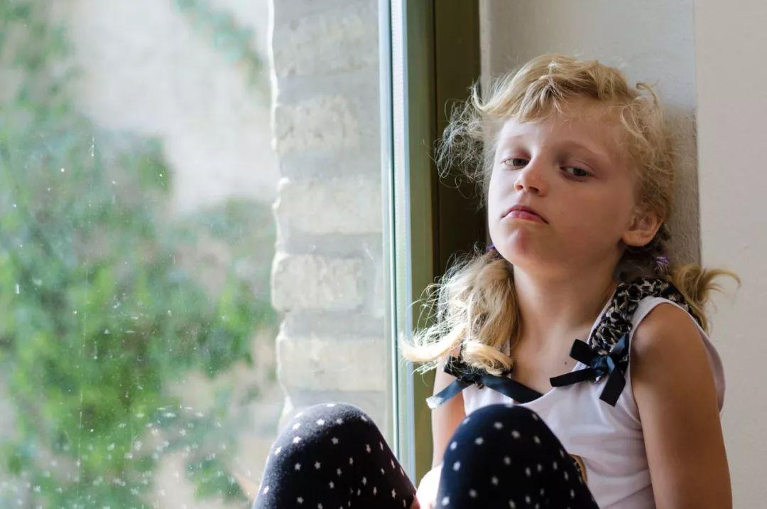 孩子到家就锁门拒绝与父母沟通,青春期的孩子到底是怎么了?