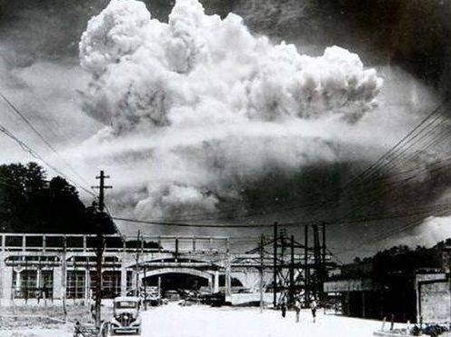<b>轰炸机呼啸而过,1500万吨氢弹投向美本土,几十万人岌岌可危</b>