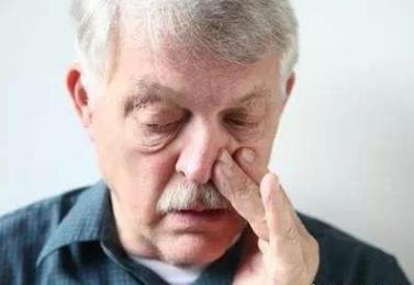 没事常挖鼻孔的人,8个后果必须要承受,不是好事,看完后长记性