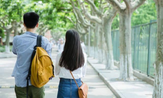 """大学为什么不能和""""同班同学""""谈恋爱?学姐含泪:有这3个原因!"""