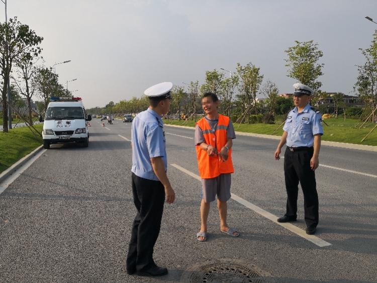 """撞死人逃逸17年后被捕,面对广州民警,嫌疑男子说""""多谢你们"""""""