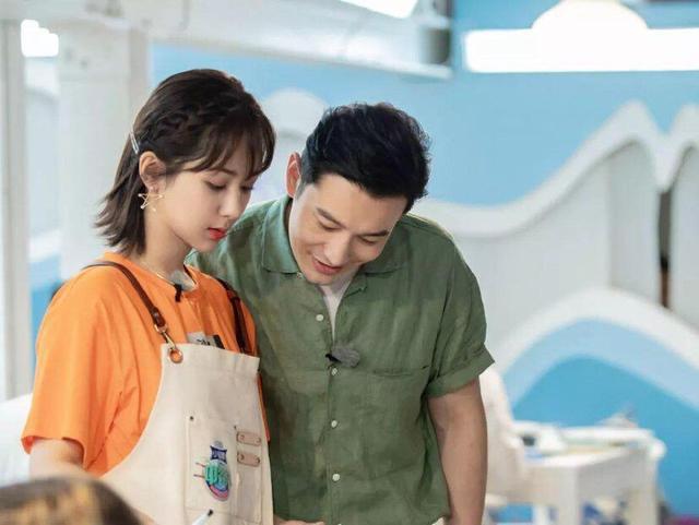 42岁黄晓明认杨紫当干闺女,baby位置却十分尴尬,两人竟是同龄
