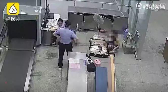 """""""5000块的鞋承担不了我的脚""""!女演员大闹火车站被拘,最新回应~"""