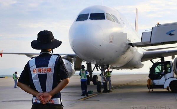 南京机场一送餐车刮擦飞机!汉莎航空食品公司违规作业被罚一万元