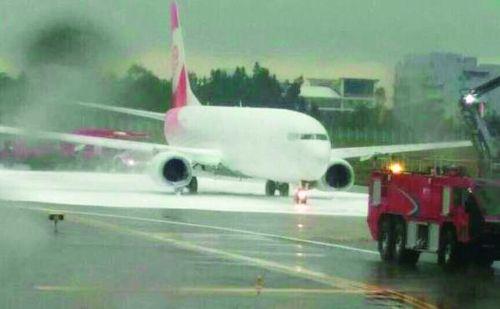 国航客机引擎起火 疑似发生了鸟击事件