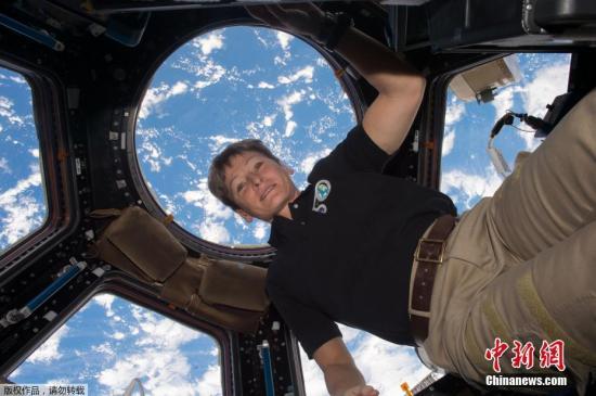 空间站美国宇航员夜间被叫醒:快挽救实验成果!