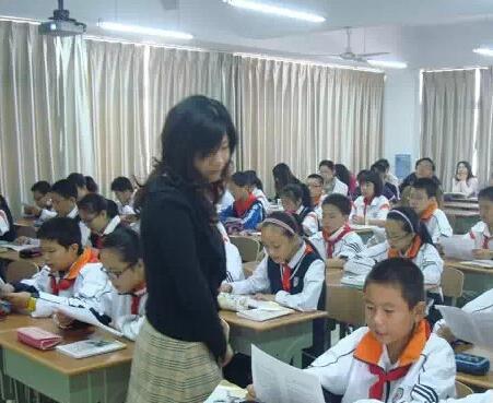 小学家长辱骂老师,全班学生罢课3天,学校正式做出回应了!