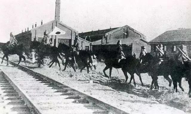 1931年9月18日,日本关东军炸毁沈阳柳条湖附近的南满铁路路轨,并嫁祸