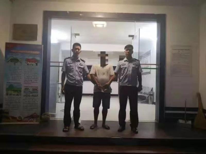 江西一男子无证驾驶强行冲卡被刑拘,恶意拖拽执勤辅警百余米