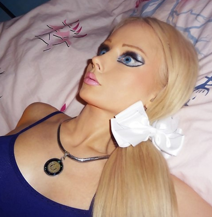 <b>世界上最像芭比娃娃的真人:简直一模一样,不仔细看都会认错</b>