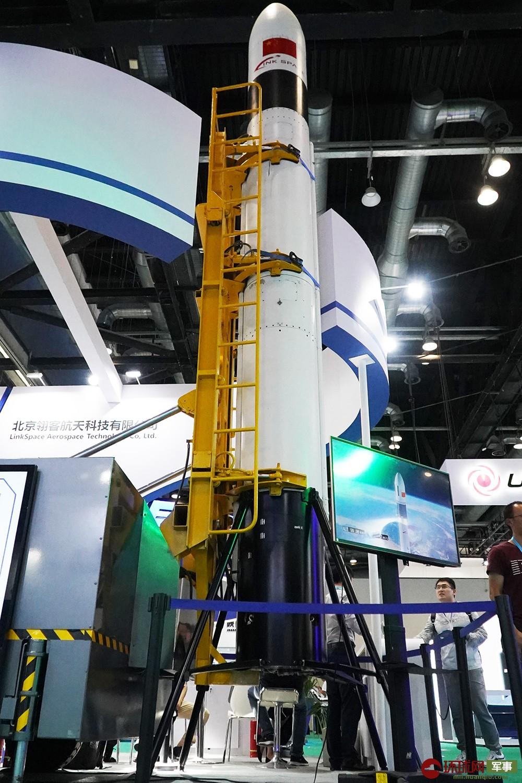 国产可回收火箭亮相北京航展 发射成本低至目前十分之一