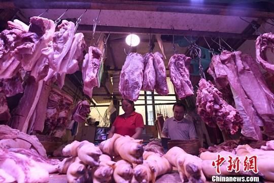 商务部会同相关部门向市场投放中央储备猪肉10000吨