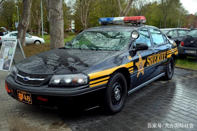 美国一夫妇被捕,竟在警车上发生性关系,现已双双入狱