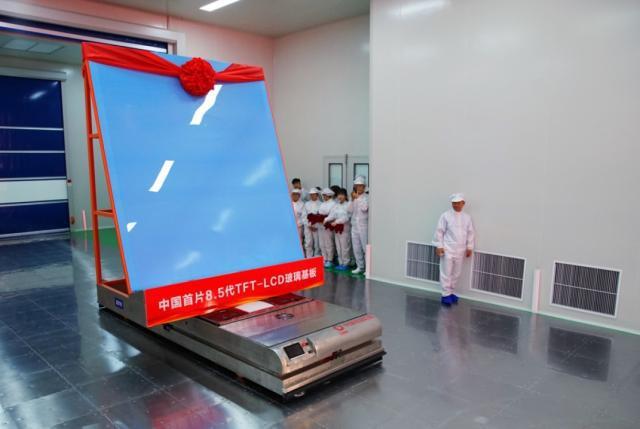 中国首片自主研发8.5代TFT-LCD基板下线