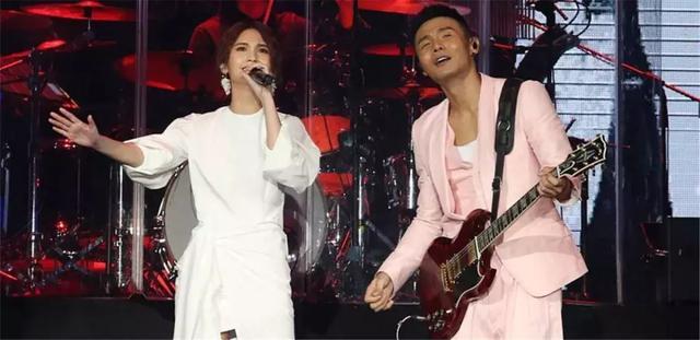 杨丞琳承认与李荣浩已领证,相爱4年,他们把日子过成了童话