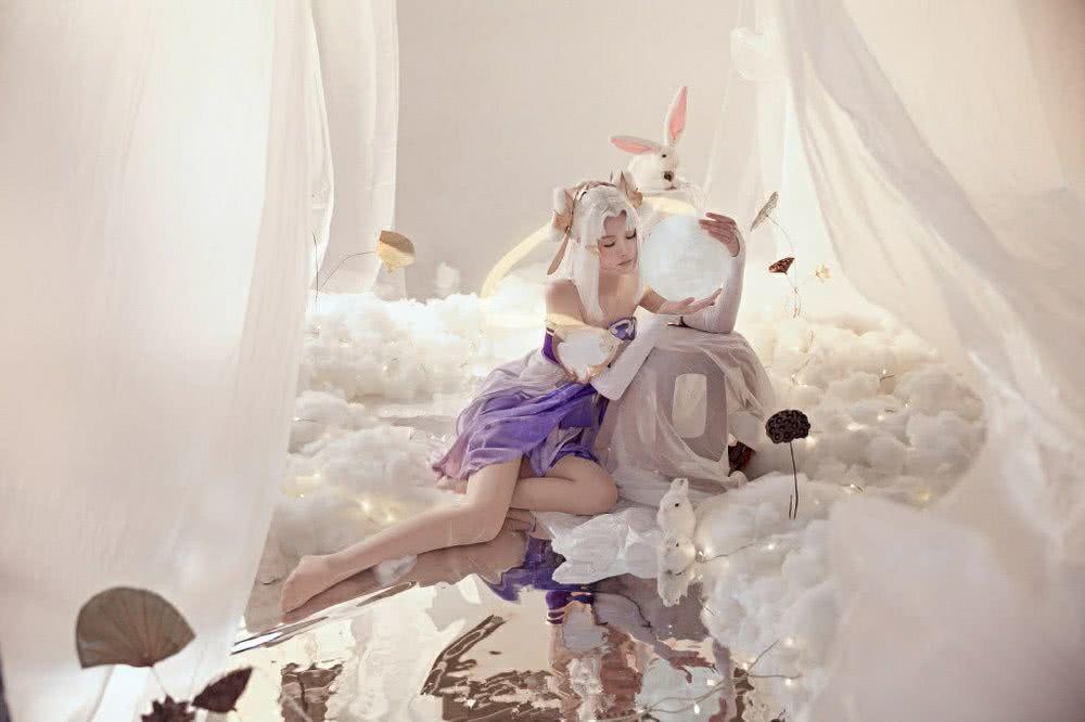 王者荣耀壁纸 嫦娥小姐姐在月光的映照下,显得更迷人了