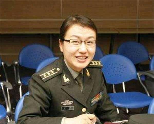 """中国国防大学""""三大美人""""教授:有颜有才,不爱红妆爱武装"""