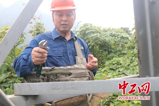 中国梦·大国工匠篇 周红亮:情系光明匠心红