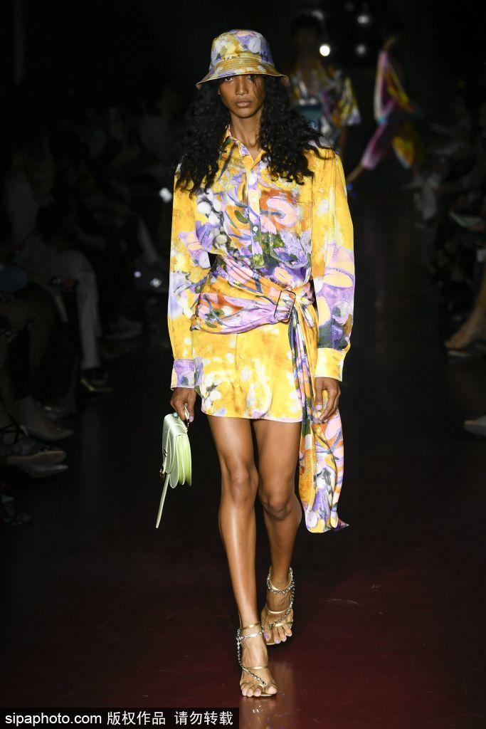 米兰古装周愈来愈实用,如许的春季穿的学会了么?