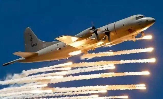 央媒一改往日遮掩态度,高调宣传这款战机,一夜间在中国冒出30架