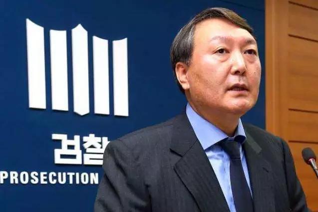 韩国政坛变幻莫测,文在寅的左膀右臂,却有着不同的立场!