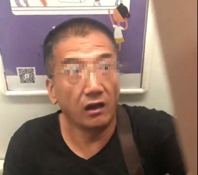 """北京地铁上强迫他人让座的""""老人""""被行拘,他那句狠话如今成笑话"""