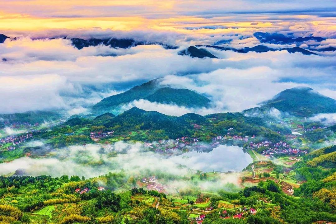 风景如画的杭州市桐庐县旧县街道合岭村.图片
