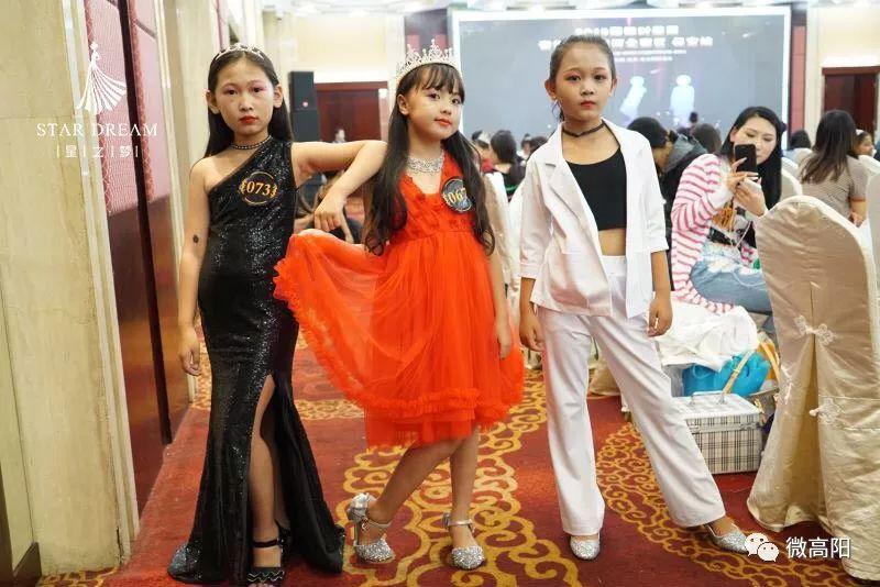 9月15日星之梦方法礼仪培训的王老师参加她的小模特带领模特时装三星v方法操作国际图片