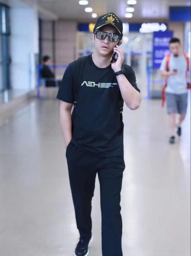 邹市明现身机场尚未宣布退役,二战木村翔有望为国争光