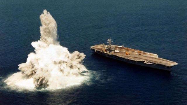 """爆炸发生在美军""""福特""""号航母身旁几十米 真相是这样的"""