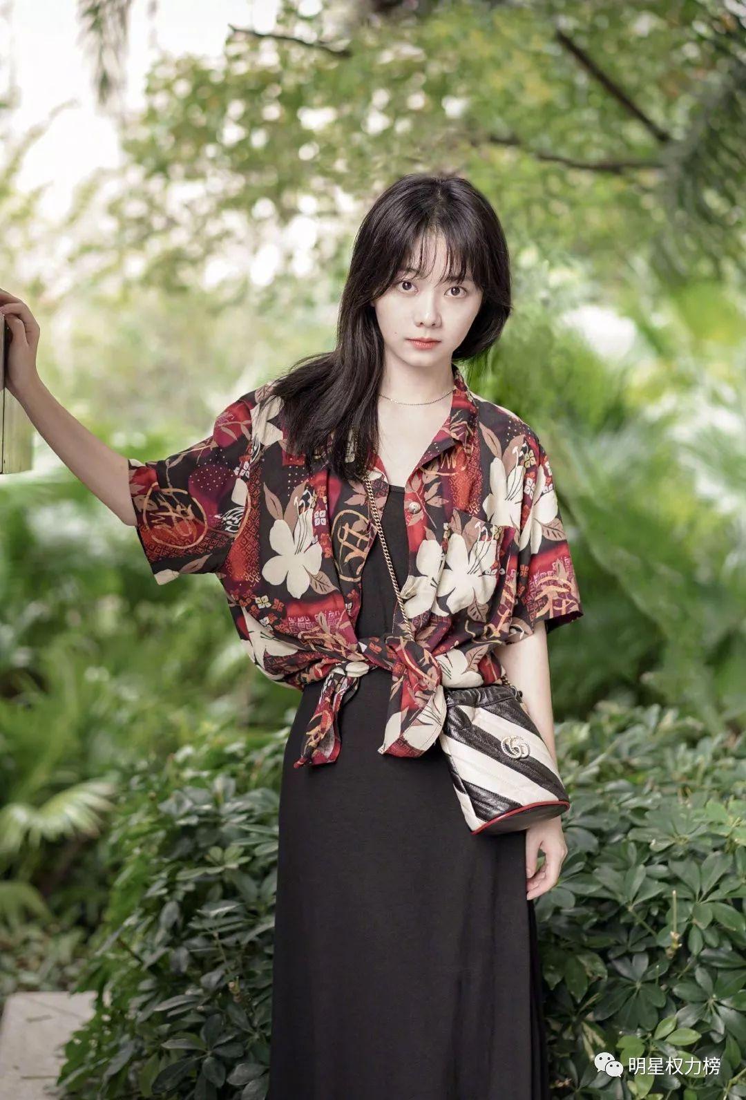 快讯|蔡徐坤时装周、迪丽热巴《时尚大师》、胡歌封面、陈立农活动