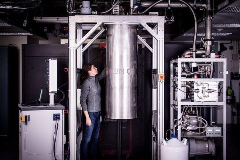 量子算力争霸再迎赛点:瞄准新纪录,IBM称全球首台53位量子计算机商用就绪