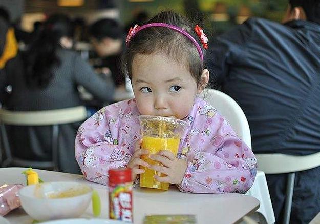 宝宝不过2岁,即便妈妈再宠爱,这3种辅食也别喂,积食不发育