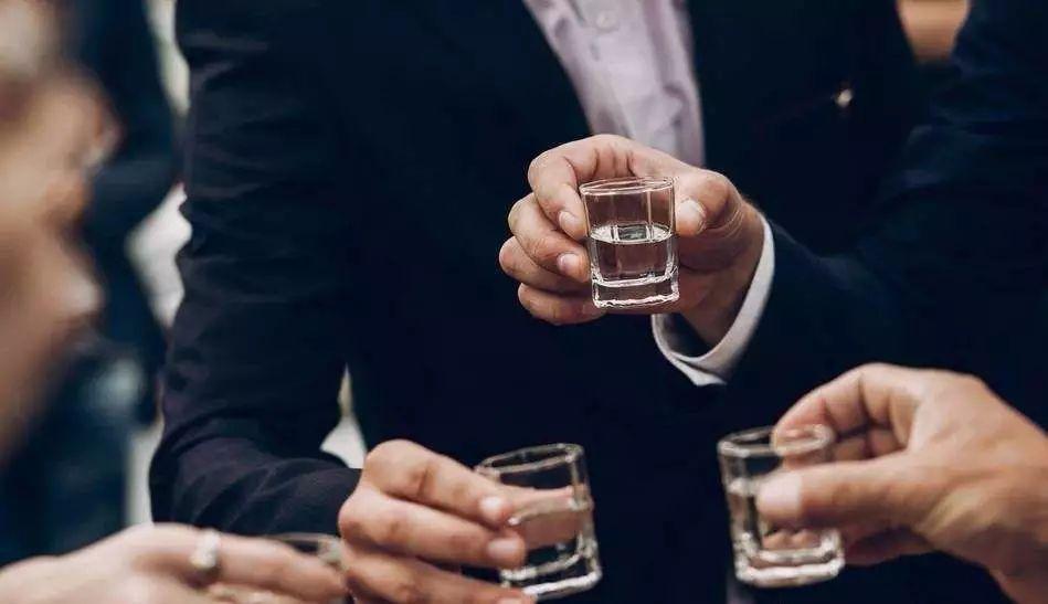 这种白酒有问题,不能再喝了!酒厂酿酒师揭秘白酒内幕,必看
