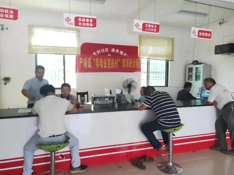 """勇作为、担使命——新邵县严塘镇开展""""带着板凳进村""""活动"""