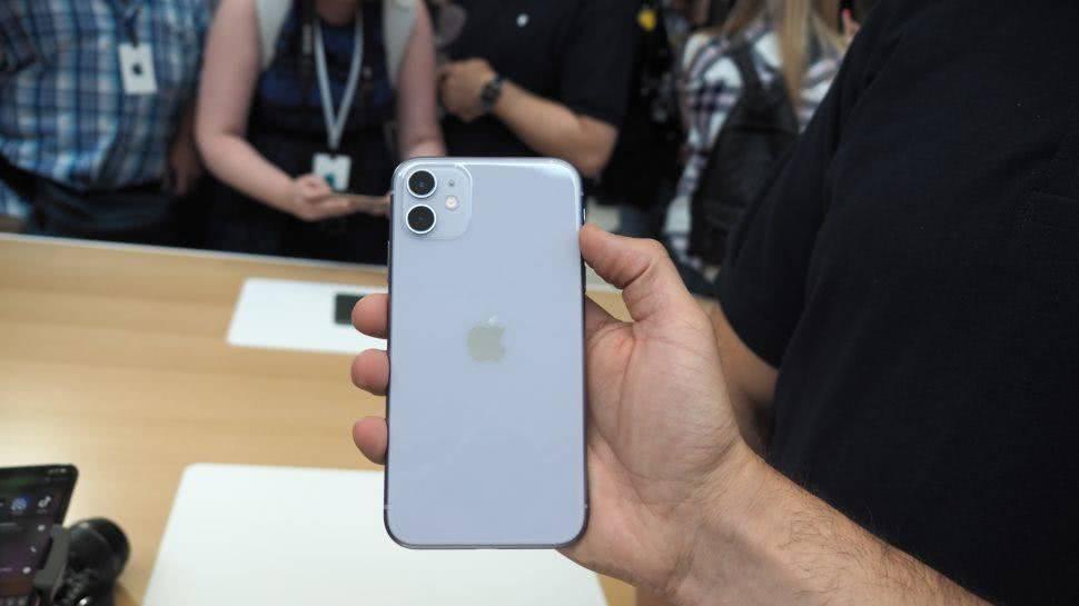 苹果iPhone11系列及开始出售刚出售就降价?