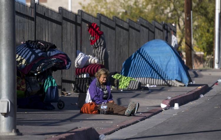 洛杉矶空前危机:每天150人变无家可归者,每天有3人丧生街头
