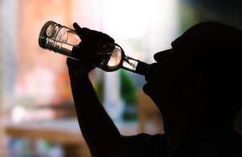 """""""啤酒""""和""""白酒""""对身体的影响有什么区别看完就明白了"""