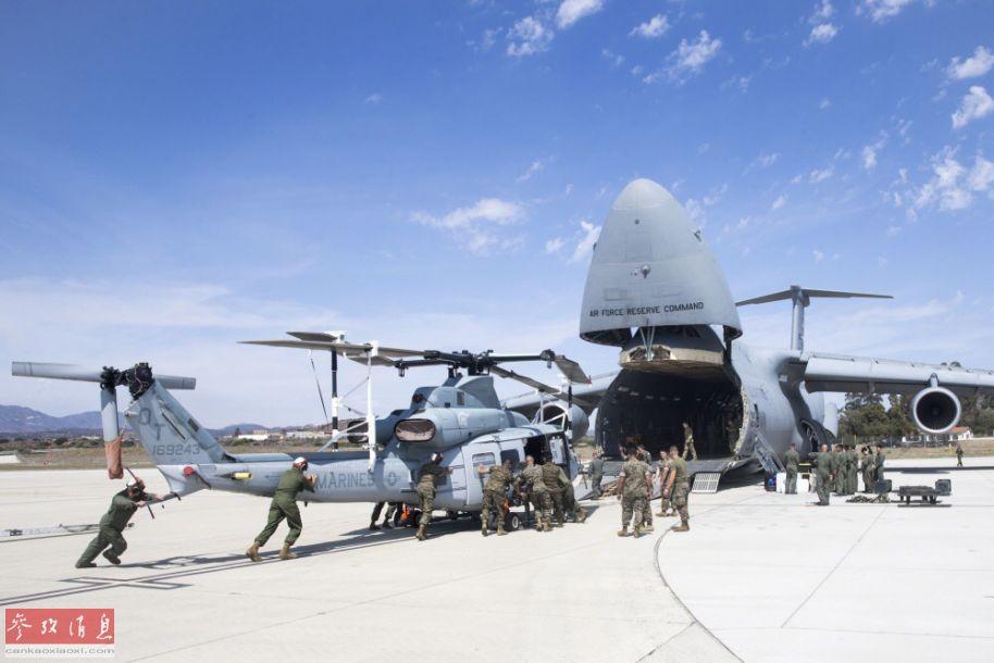 <b>鲸吞直升机!美军C-5运输机空运UH-1</b>