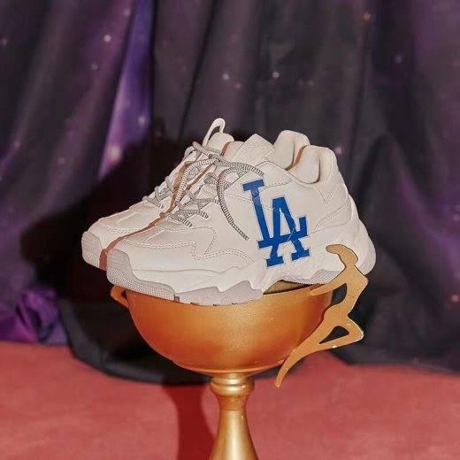 穿上这款MLB老爹鞋,做整条街最靓的仔