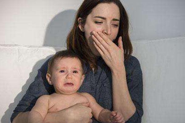 宝妈产后出现抑郁,老公怕出意外装上监控,母爱伟大