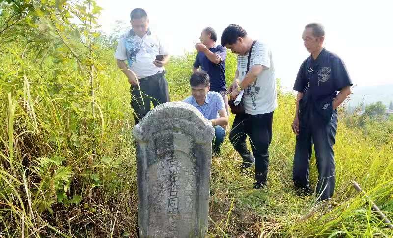 湖南一荒山发现烈士墓,志愿者多日帮忙寻亲尚无结果