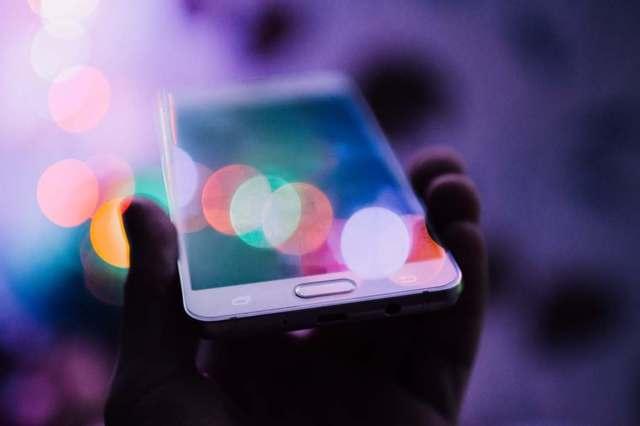 手机巨头为何争夺快速充电?