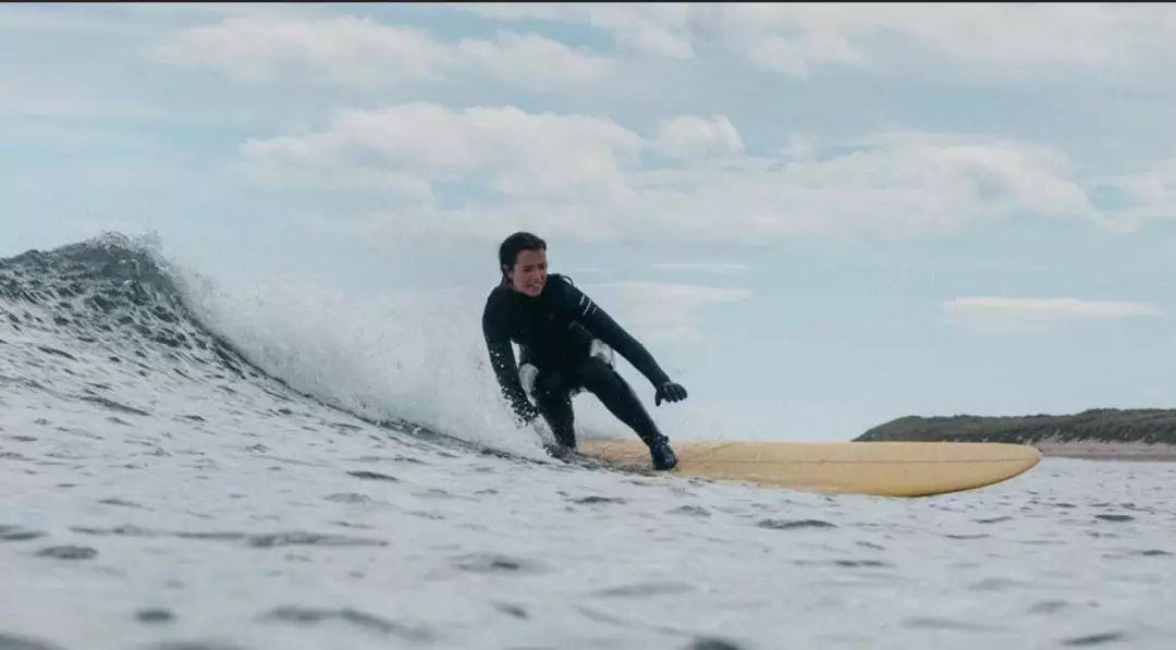 世界首款100%可循环再利用的环保潜水服,由英国可持续户外运动品牌 Finisterre研发成功