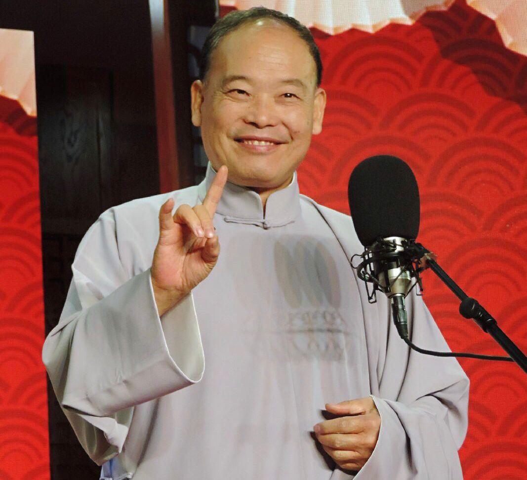 赵伟洲登台说相声,69岁精神好,曾被传力挺郭德纲会加盟德云社