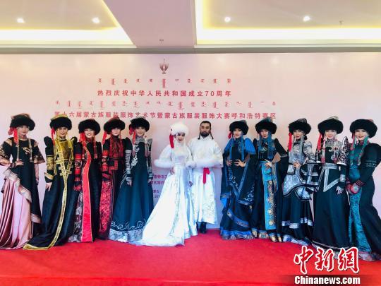 400套精美蒙古族服装服饰亮相呼和浩特