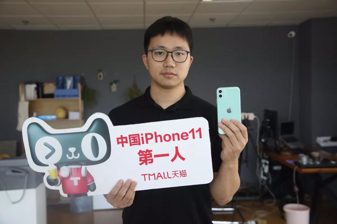 电商平台公布新iPhone销售成绩,供不应求导致苹果连夜补货四次