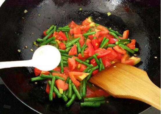 炒菜时盐是早放还是晚放别争了,答案就在这儿!
