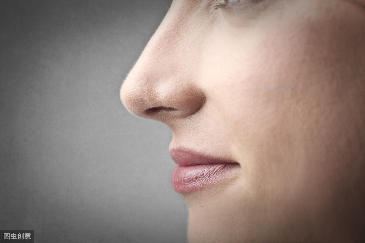 隆鼻鼻头红感染图片